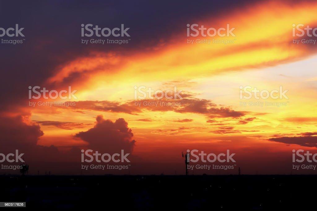 Atmosfera dramática vista panorâmica de Verão do Crepúsculo tropical lindo céu e nuvens. - Foto de stock de Ambiente - Evento royalty-free