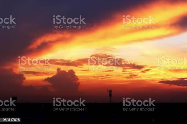 Foto de Atmosfera Dramática Vista Panorâmica De Verão Do Crepúsculo Tropical Lindo Céu E Nuvens e mais fotos de stock de Ambiente - Evento