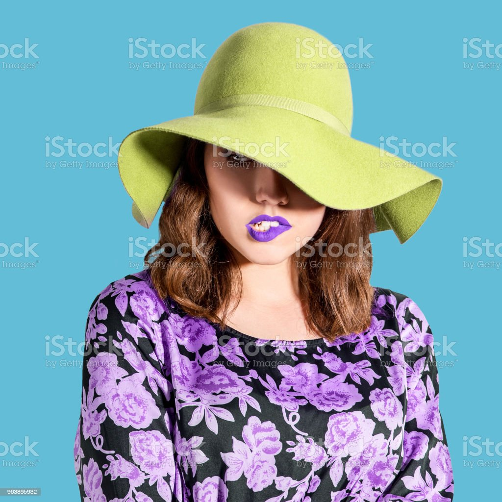 Dramatic beauty hat woman with purple lips - Royalty-free Adult Stock Photo