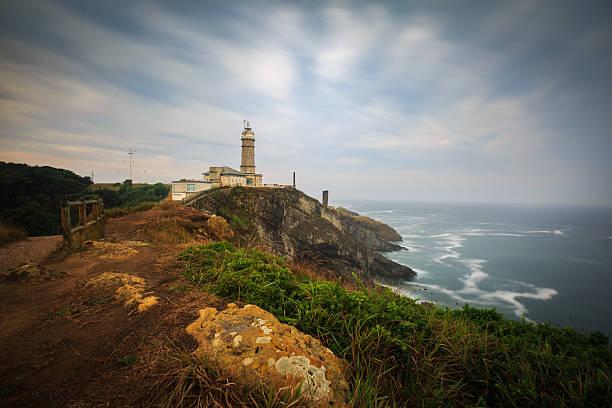dramatic clouds over the cabo mayor lighthouse, santander, spain - santander zdjęcia i obrazy z banku zdjęć