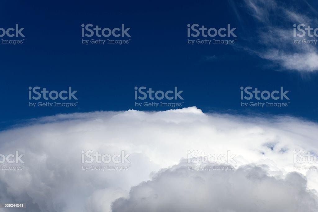 Espectacular paisaje con nubes foto de stock libre de derechos