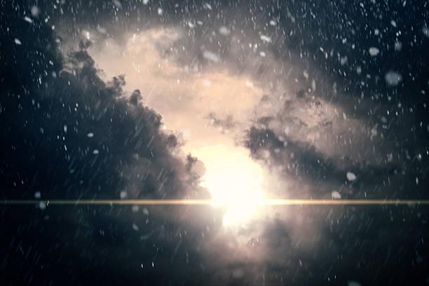 Dramatischen bewölkten Himmel im Hintergrund – Foto