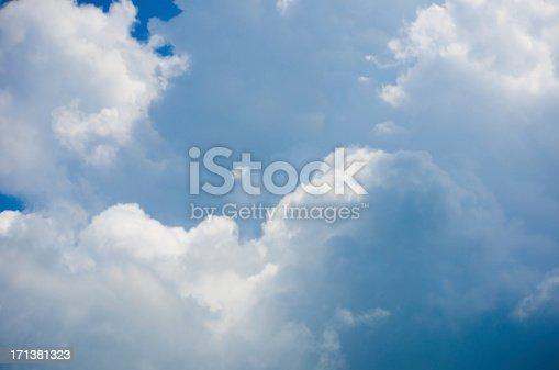 istock Dramatic cloudy sky 171381323