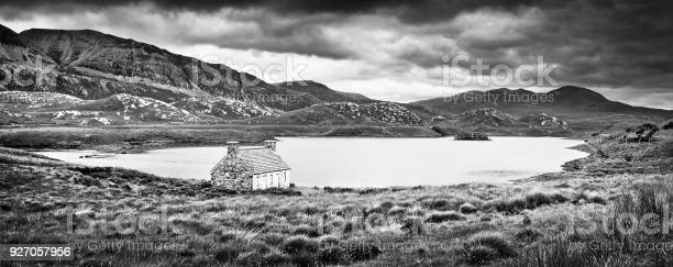 Dramatic landscape with old stone house at a lake on isle of mull picture id927057956?b=1&k=6&m=927057956&s=612x612&h=nwxnv0g7vxhrj3l2 djkhs5pezz86ns2vkxhlttfg9w=