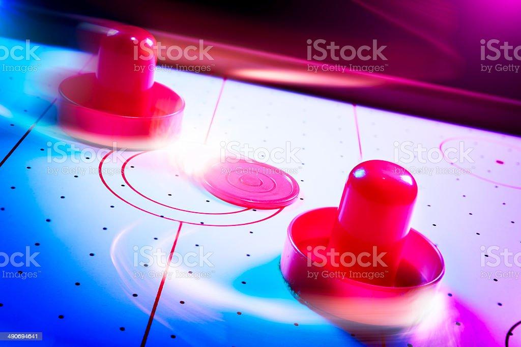 Luz dramática mesa de hóquei de mesa com Trilhas leves - foto de acervo