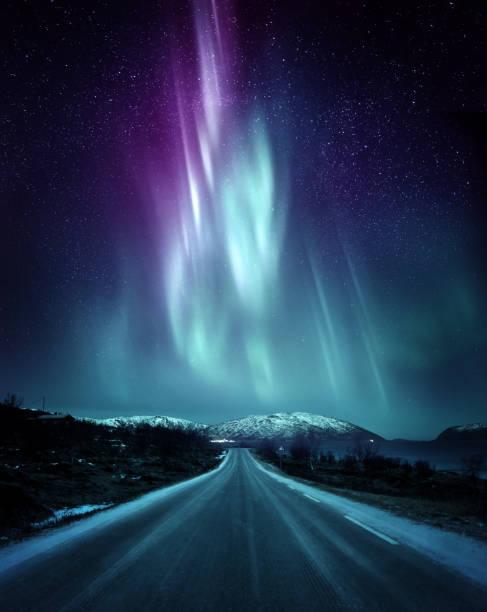 dramatiska norrsken aurora i norge - northern lights bildbanksfoton och bilder