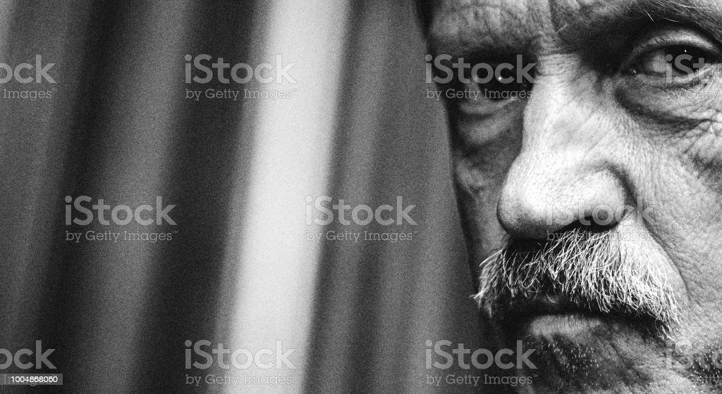 Dramatische Porträt zuversichtlich männliche Künstler – Foto