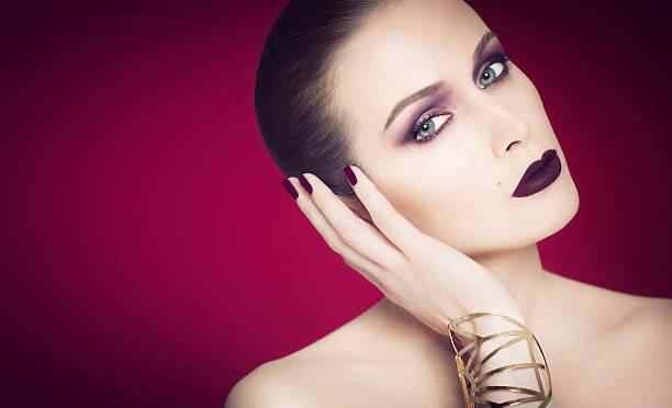 dramatische lila schönheit - vampir schminken frau stock-fotos und bilder