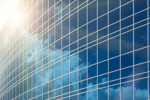 Dramatische reflektierende Unternehmensgebäude Hintergrund – Foto