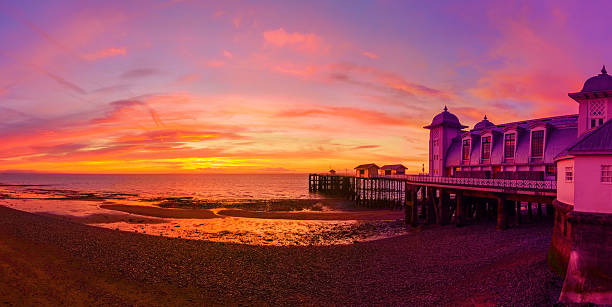 Dramatic Sky and Penarth Pier before Sunrise Panorama – Foto