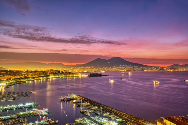 Dramatischer Sonnenaufgang in Neapel – Foto