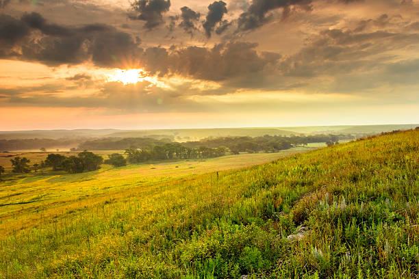 Magnifique lever de soleil sur le Kansas, Parc National de Tallgrass Prairie Preserve - Photo
