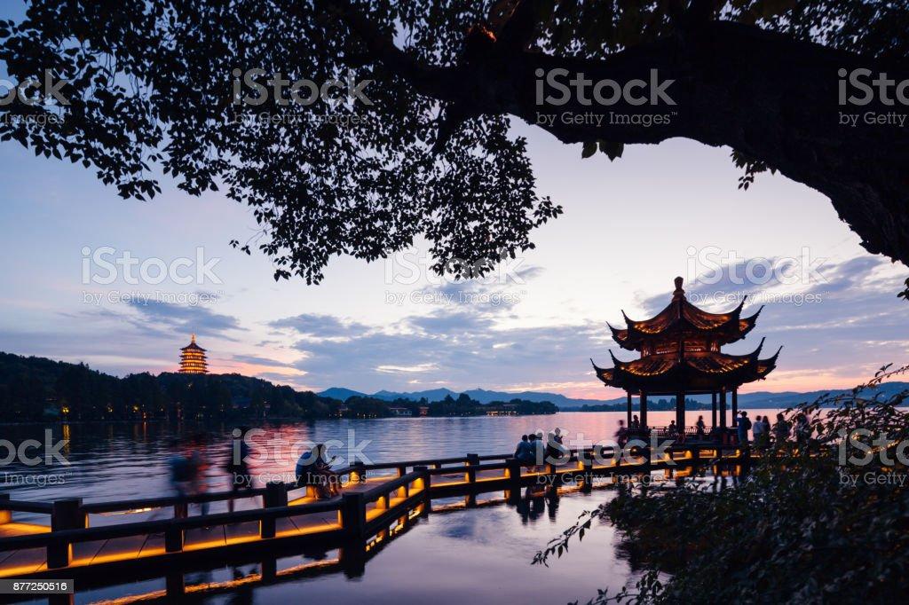Dramatischen Sonnenuntergang am West Lake Hangzhou – Foto