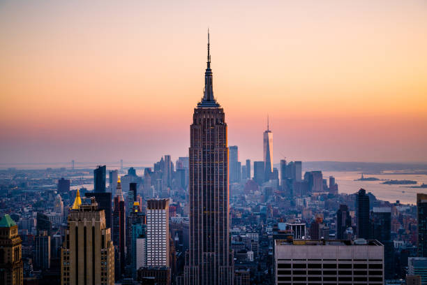 Dramatic sunset over the iconic Manhattan skyline, New York City, USA Iconic Manhattan skyline , New York City new york state stock pictures, royalty-free photos & images