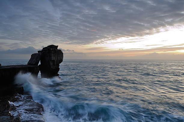 dramatic winter sunset pulpit rock portland dorset. - pulpit rock dorset stock photos and pictures
