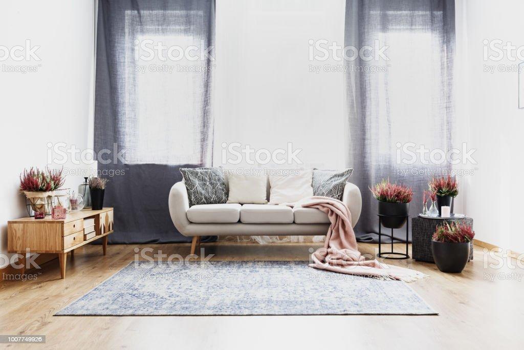 Vorhänge Im Wohnzimmer Interieur Stockfoto und mehr Bilder von Beige ...