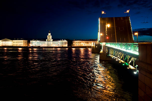 Drawbridges in St Petersburg, Rusia For the passage of vessels navigating the river Neva in St. Petersburg. bascule bridge stock pictures, royalty-free photos & images
