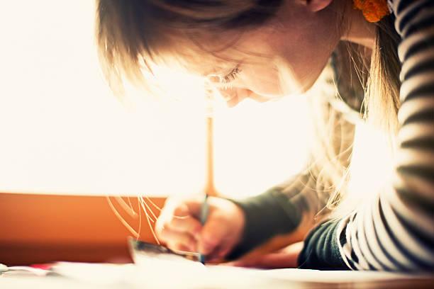 zeichnung am fenster - zeichnen lernen mit bleistift stock-fotos und bilder
