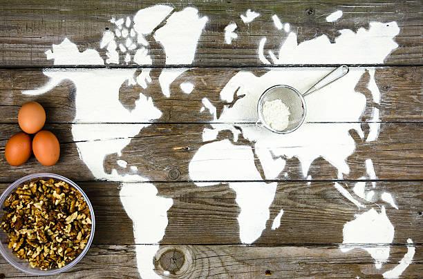 zeichnung karten der welt mit mehl - kochkunst stock-fotos und bilder