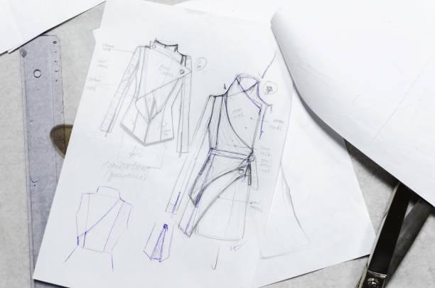 croquis dessin sur papier, styliste - croquis de stylisme de mode photos et images de collection