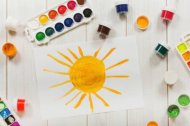 Zeichnung Sonne auf dem Desktop, in einem Aufsicht. – Foto