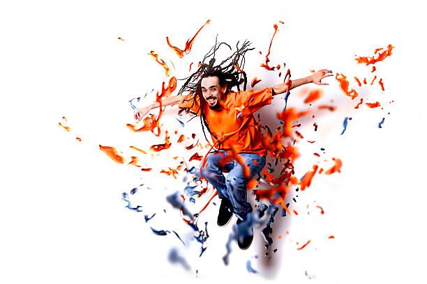 rastazopf mann in ihrer farbe - fliegenspray stock-fotos und bilder