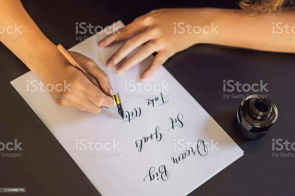 Objetivos De Gran Conjunto De Ensueño Toman Acción Calígrafo