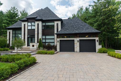 House, Residential Building, Model Home, Garage, Front YardHouse, Residential Building, Model Home, Garage, Front Yard, villa