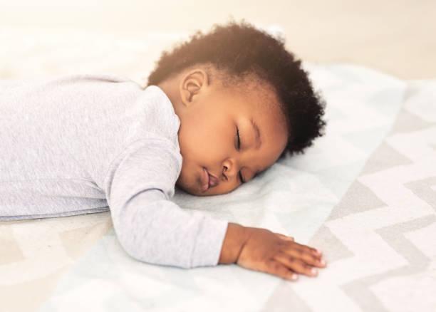 drömmer gosiga drömmar - baby sleeping bildbanksfoton och bilder