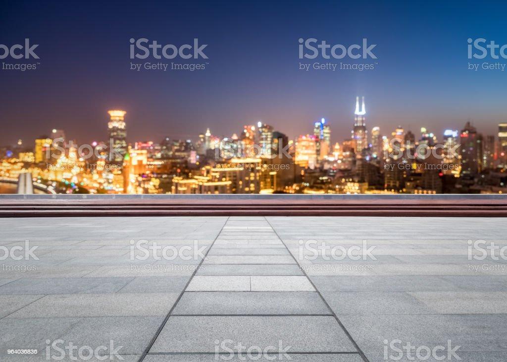 プラットフォームを表示すると夢のような都市の景観 - からっぽのロイヤリティフリーストックフォト