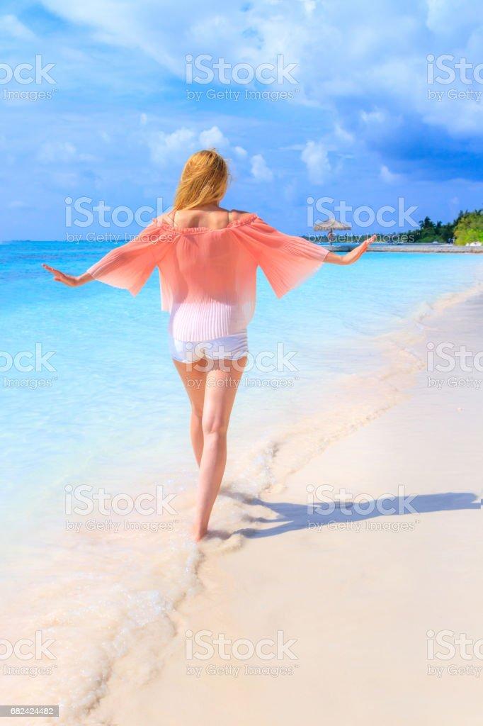 Traumlandschaft mit Schönheit Mädchen zu entkommen, auf den Malediven Lizenzfreies stock-foto