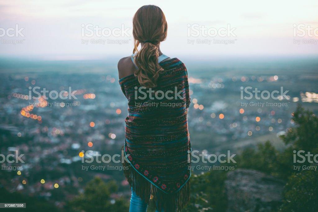 Verträumte Hippie-Mädchen im freien – Foto