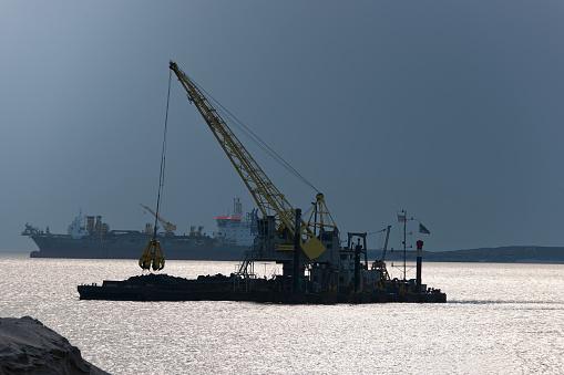 Dredgers At Work Near The Port Of Rotterdam Stockfoto en meer beelden van Activiteit