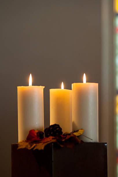 Drei brennende Kerzen #JWK5742 bei-american football player – Foto