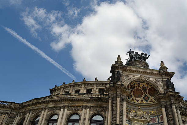 Dresden opera house fachada - foto de acervo