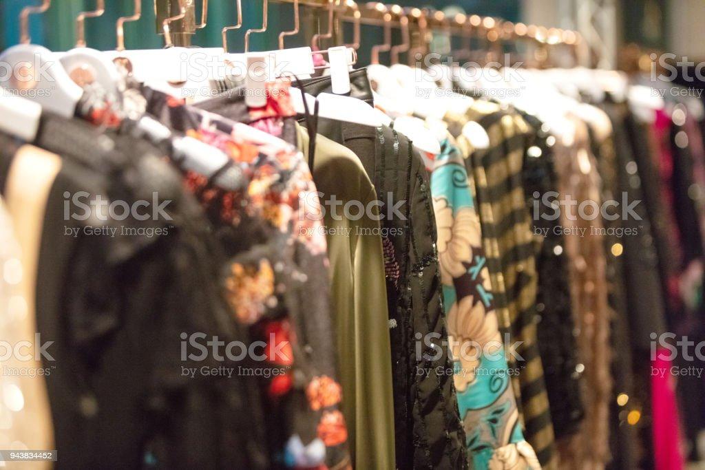 Kleider gehängt – Foto