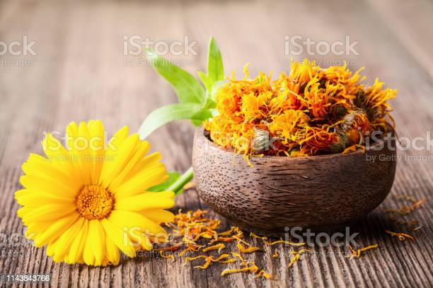 Dried and fresh marigold flowers in a bowl on wooden rustic space picture id1143843766?b=1&k=6&m=1143843766&s=612x612&h=dx2zehhqz4wnkbnztgfehw0nu0snibcvl nbh6c6hjk=