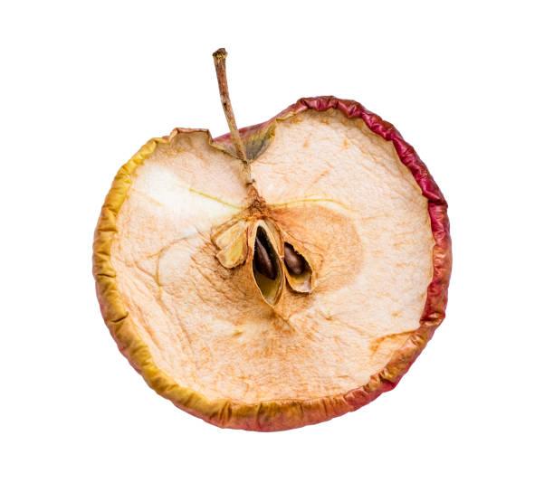 乾燥リンゴ。白い背景に古いリンゴの中 - 腐敗 ストックフォトと画像