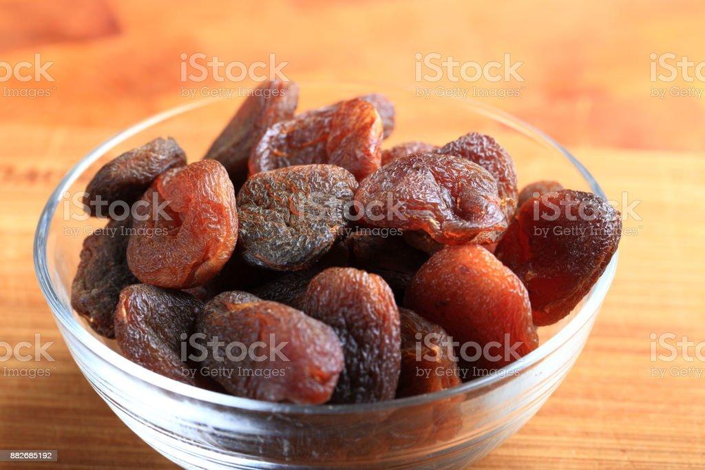 Abricot sec dans un bol - Photo