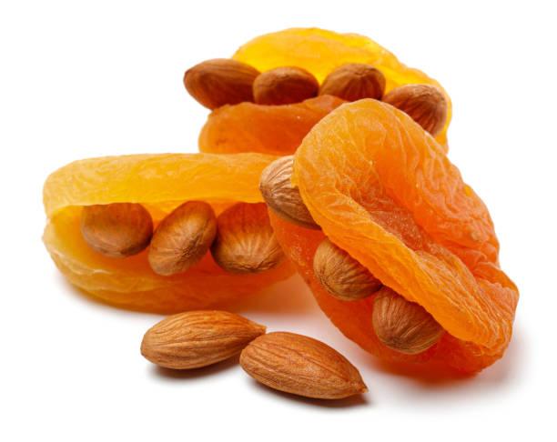 Abricots secs aux amandes - Photo