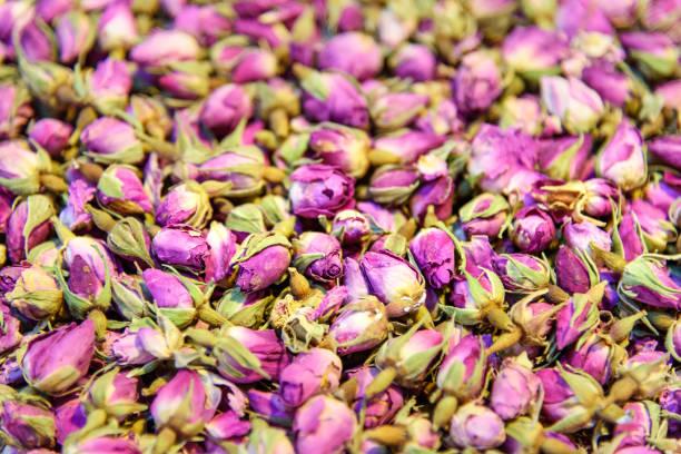 getrocknete blumen rosen. kräuter im großen basar in tabriz. provinz ost-aserbaidschan. iran - größte städte der welt stock-fotos und bilder