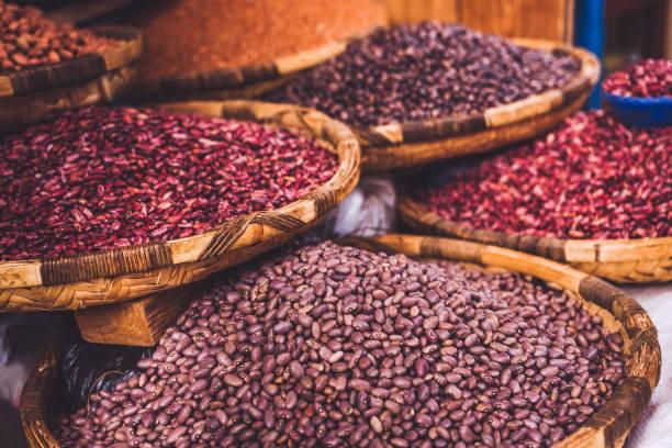 Getrocknete Lebensmittel auf dem afrikanischen Straßenmarkt – Foto