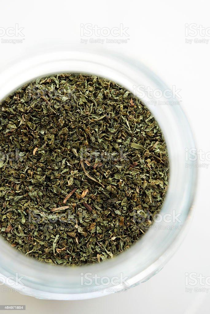 Getrockneten grünen Tee in der Flasche – Foto