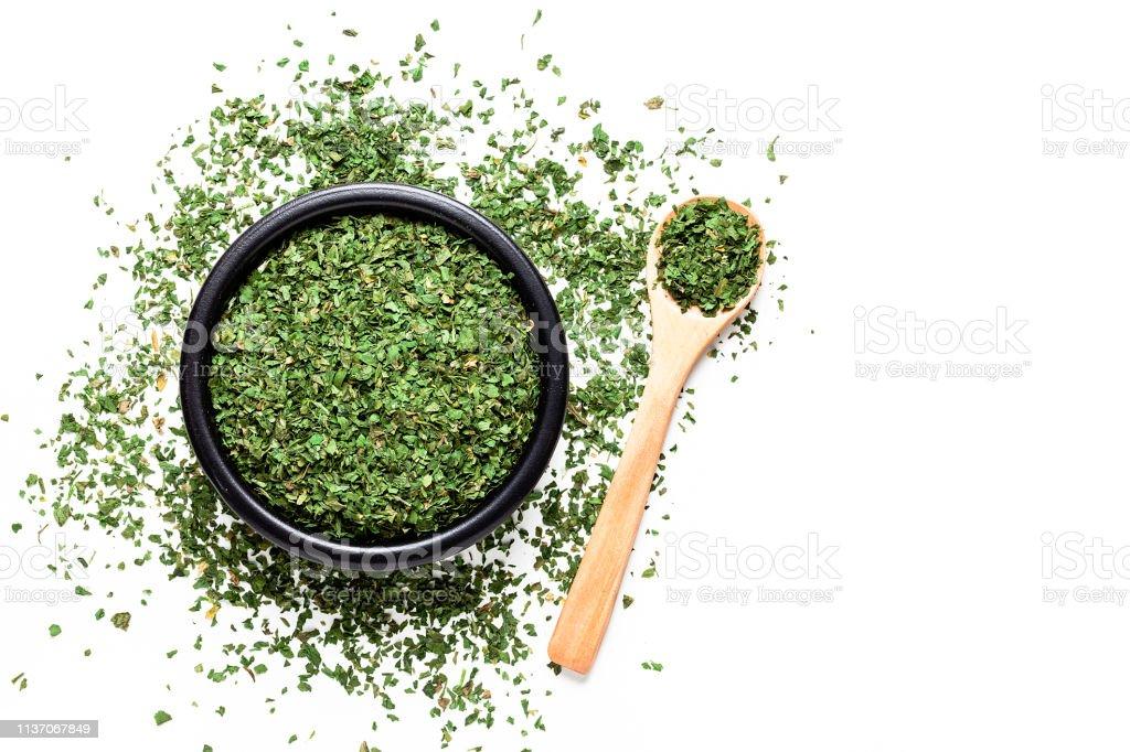 Dried parsley shot from above on white background - Zbiór zdjęć royalty-free (Bez ludzi)