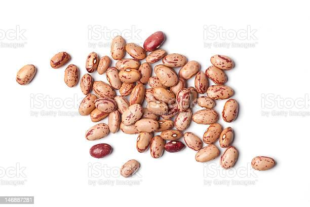 Dried Pinto Beans In A Pile On A White Background Stockfoto en meer beelden van Boon