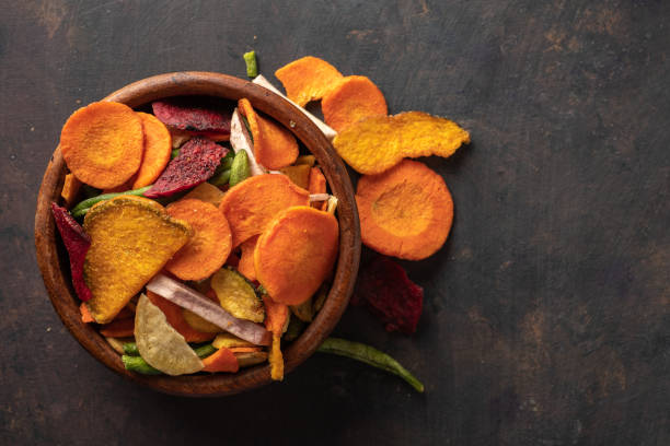 Cтоковое фото Dried vegetables chips from carrot, beet, parsnip and other vegetables. Organic diet and vegan food.