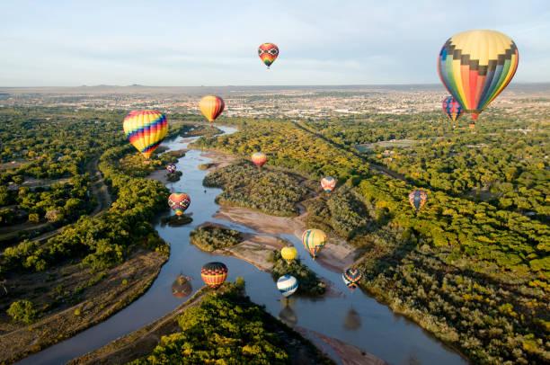 nehir üzerinde sürüklenen - uçak point of view stok fotoğraflar ve resimler