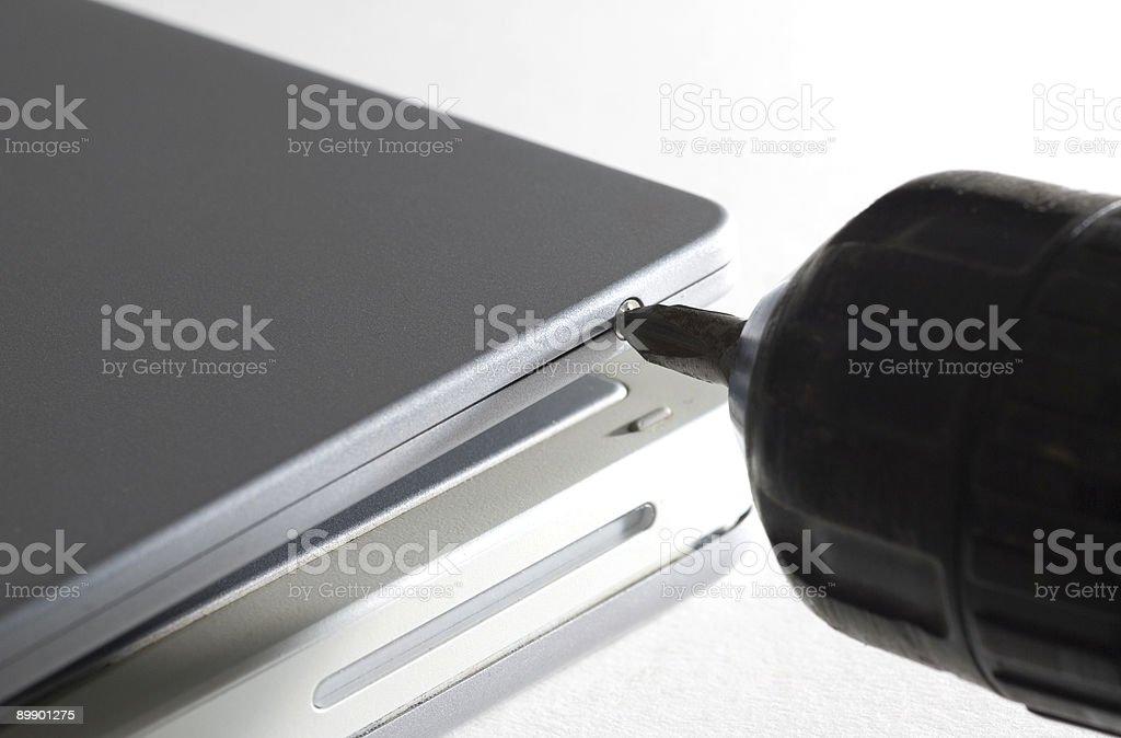Taladro & computadora portátil foto de stock libre de derechos
