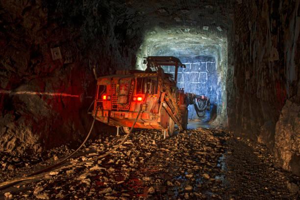Perforatrice Jumbo pour exploitation minière souterraine. - Photo