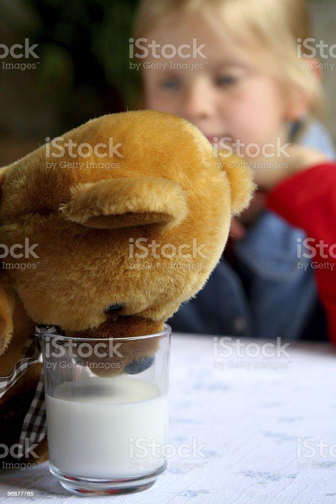 Milch trinken! Lizenzfreies stock-foto